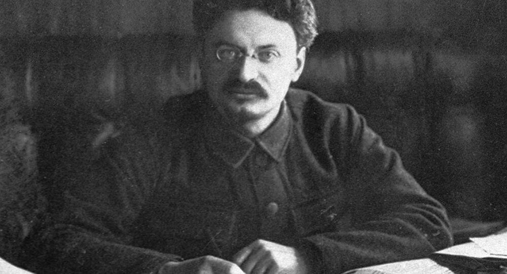 Trotsky 01